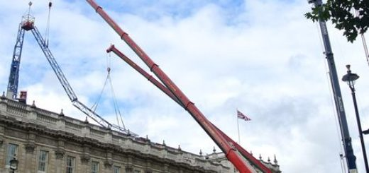 Recovering-Crane-in-London