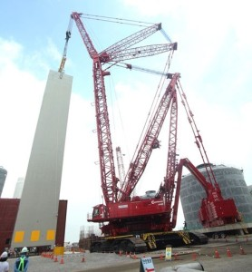 Manitowoc's largest crane the 2,300 tonne capacity 31000 crawler crane has completed it largest lift to date picking and carrying a 650 tonne cold box