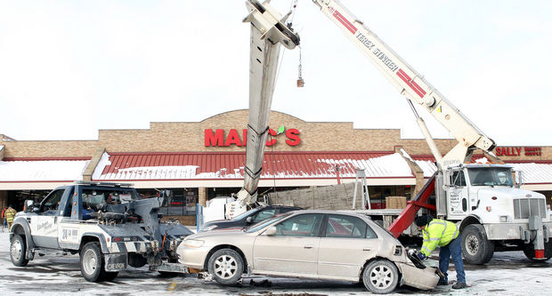Terex Bt4792 Boom Truck Tips Over On Cars In Mentor Ohio