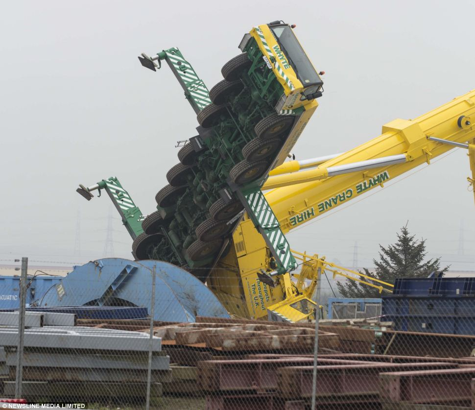 Yard Boss Industrial Cranes : Terrifying moment ft crane costing � m toppled over