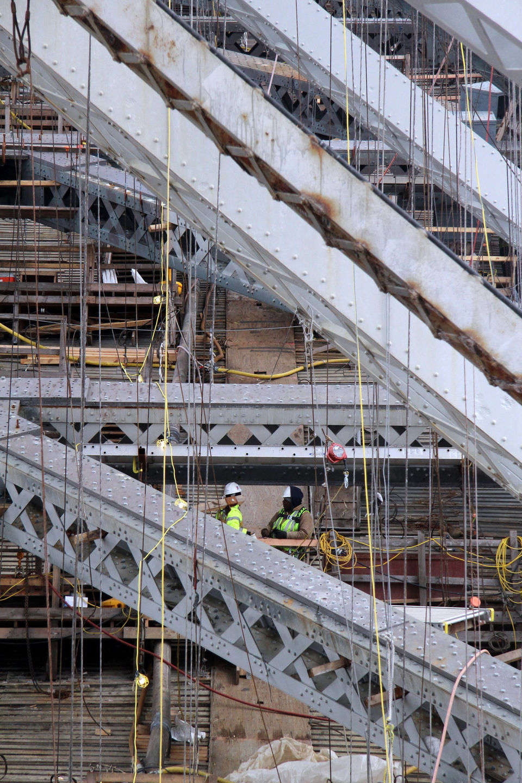 Overhead Crane New Jersey : New pictures of bay crane working the bayonne bridge