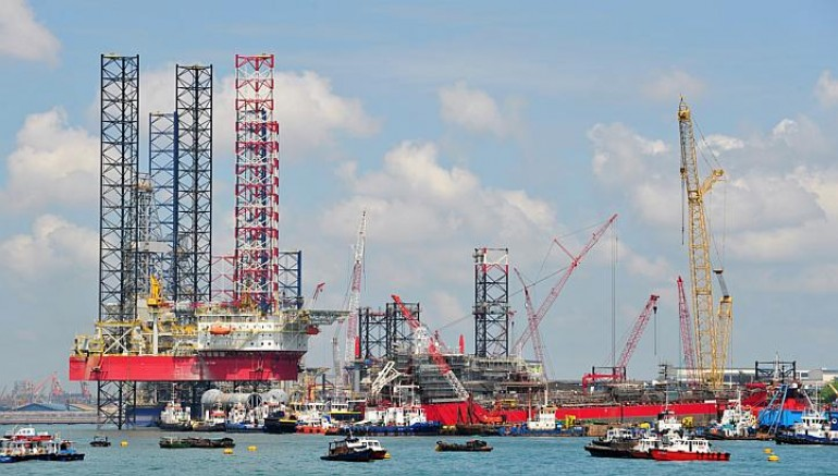 Crane boom collapses in Singapore and damages jackup rig