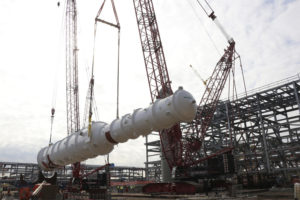 Mammoet has installed the main cryogenic heat exchanger at a liquefaction project along the US Gulf Coast