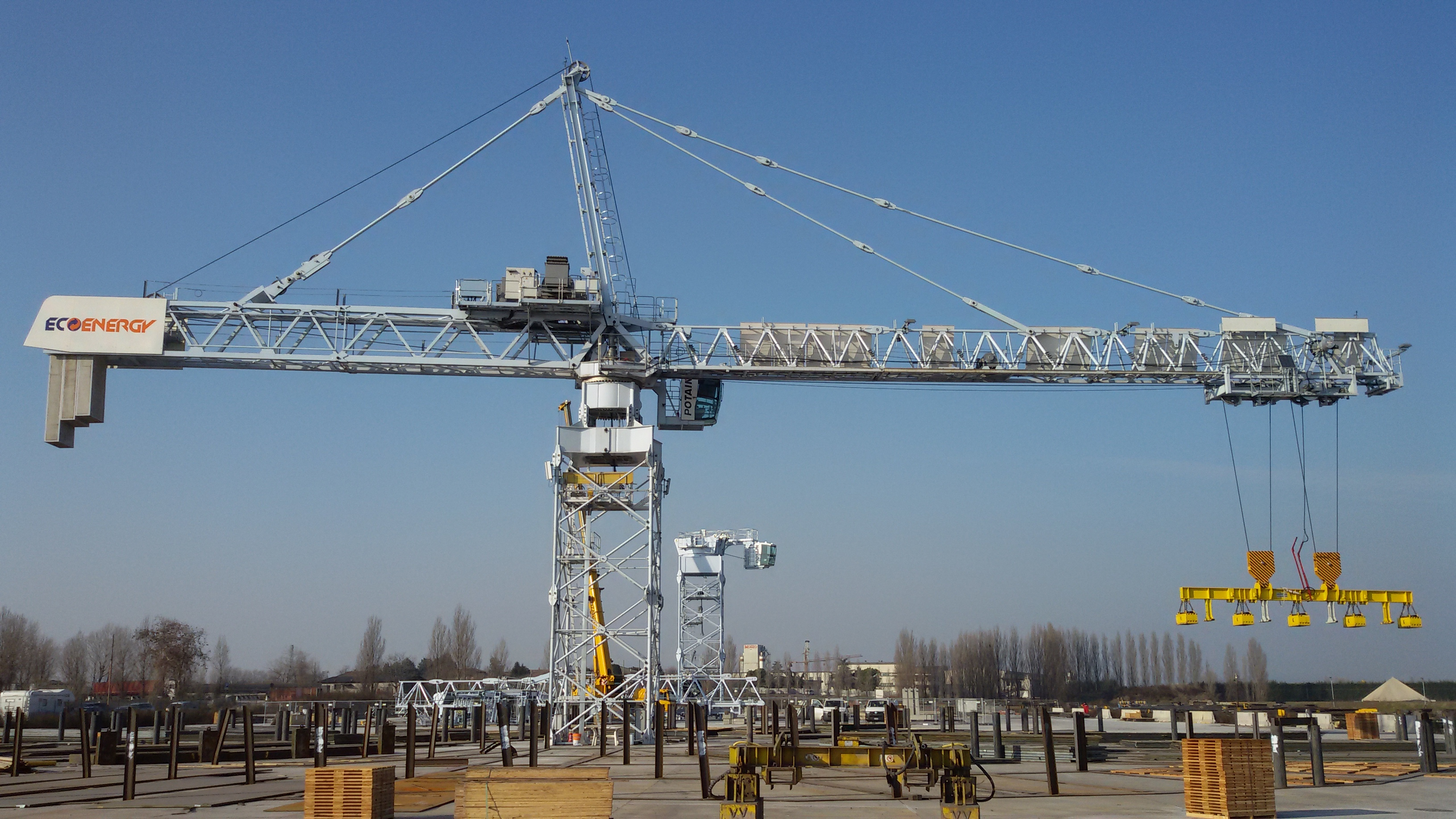 Specially designed potain tower cranes pick steel in italy for The crain