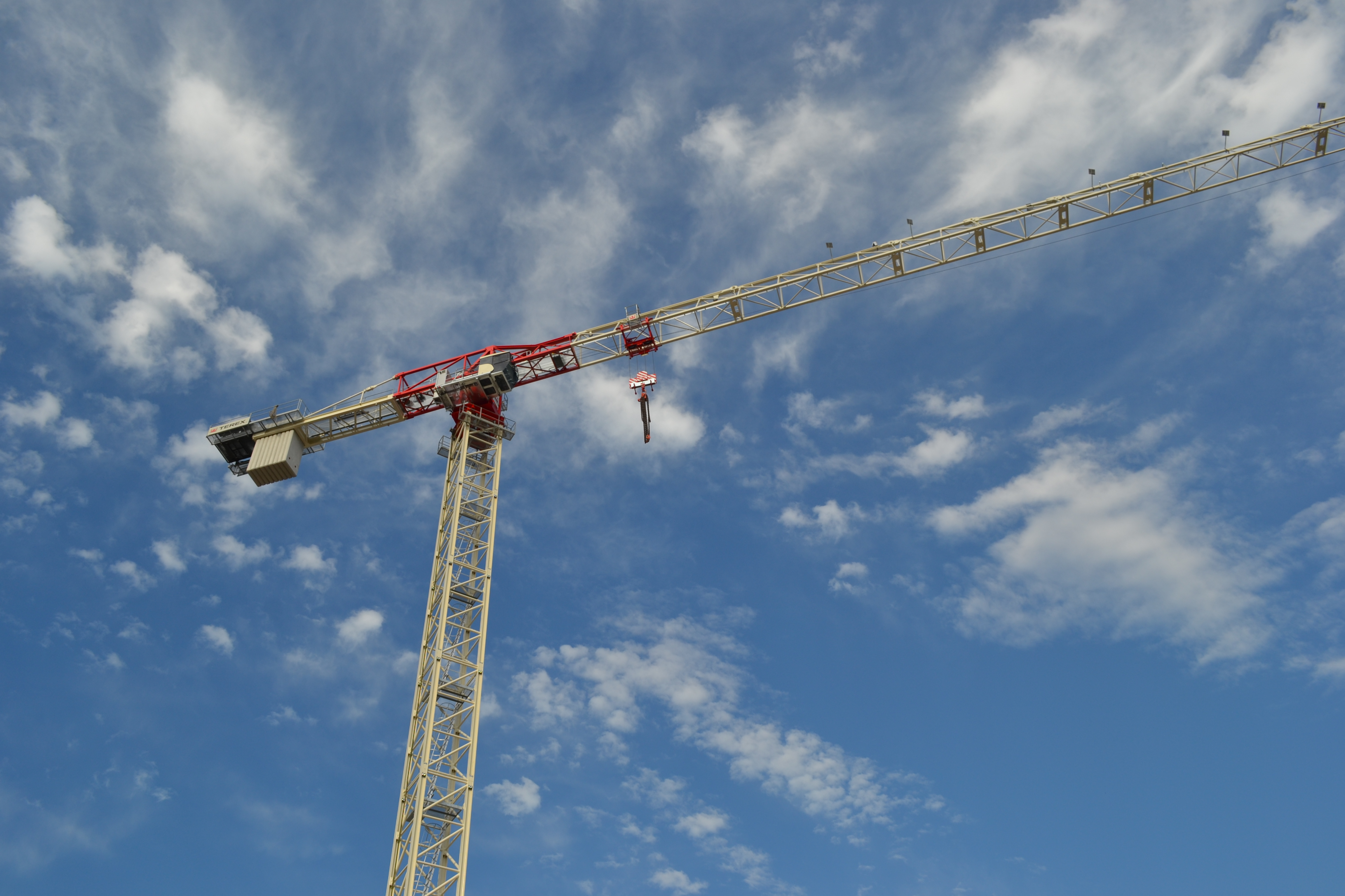 Tower Crane New Technology : Terex cranes adds to flat top tower crane line