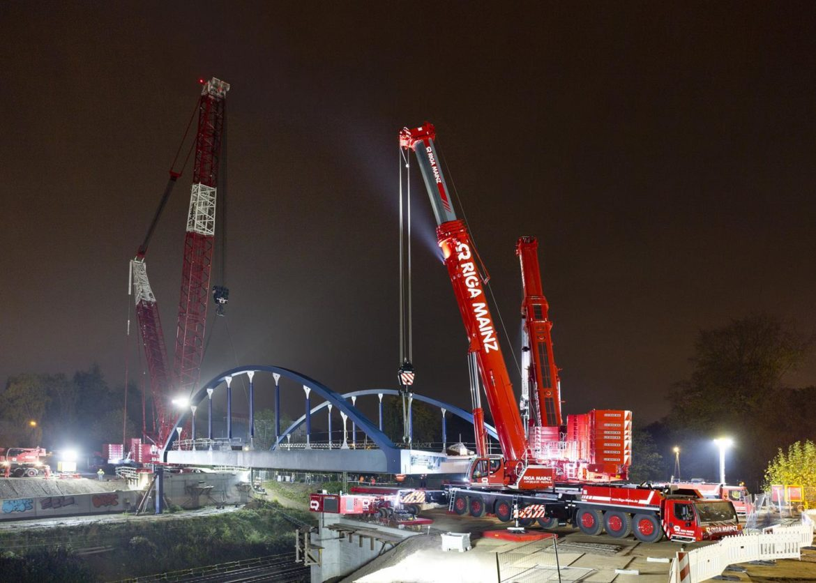 Riga Mainz in three-crane bridge lift