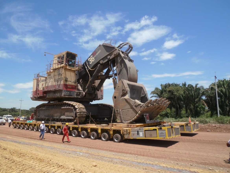 Transportes Montejo moves excavator